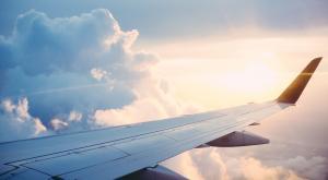Si volar contamina tanto, ¿qué hacemos para viajar lejos?