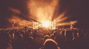 ¿Cuánto contaminan los conciertos? Algunos grupos ya cancelan giras