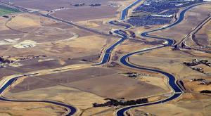 ¿Y si cubriéramos todos nuestros canales de agua con paneles solares? California ya lo planea