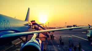 Francia prohíbe los vuelos nacionales que se puedan hacer en tren